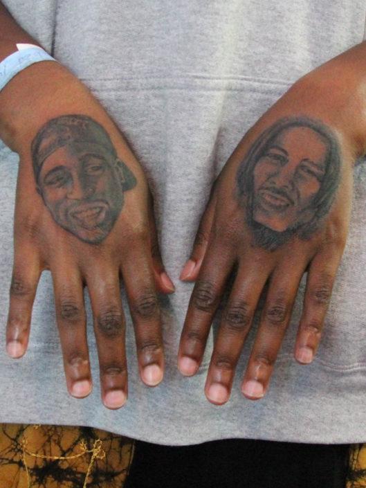 adriana-hernandez-tattoo-002-green-black-hands