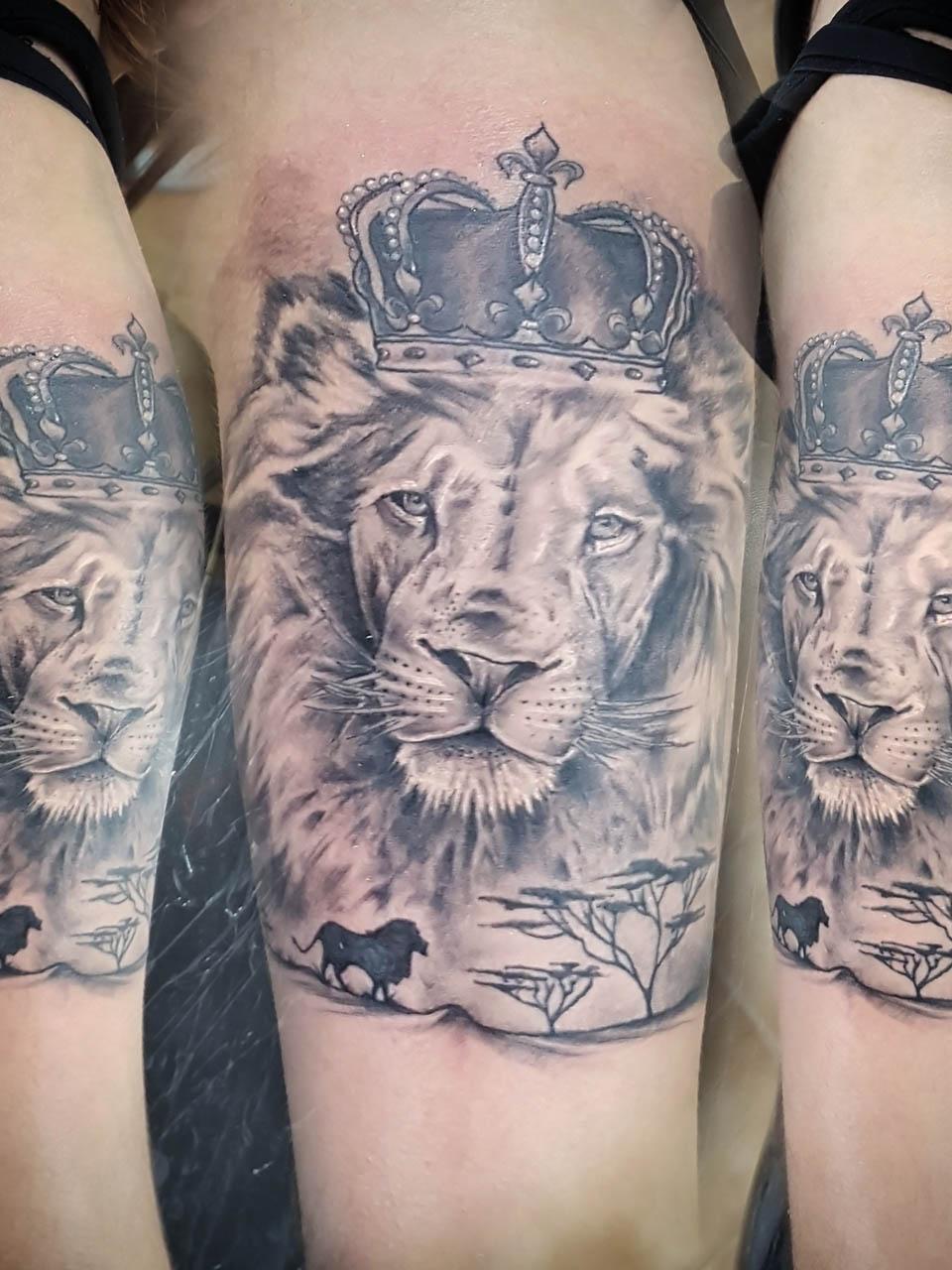 jose-andres-cardoso-tattoo-005-black-white-upper-arm